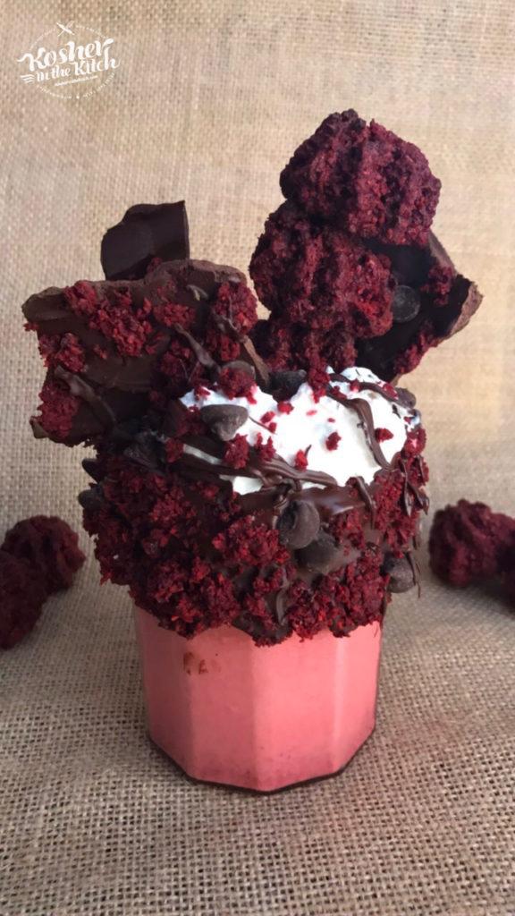 Red Velvet Macaroon Milkshake