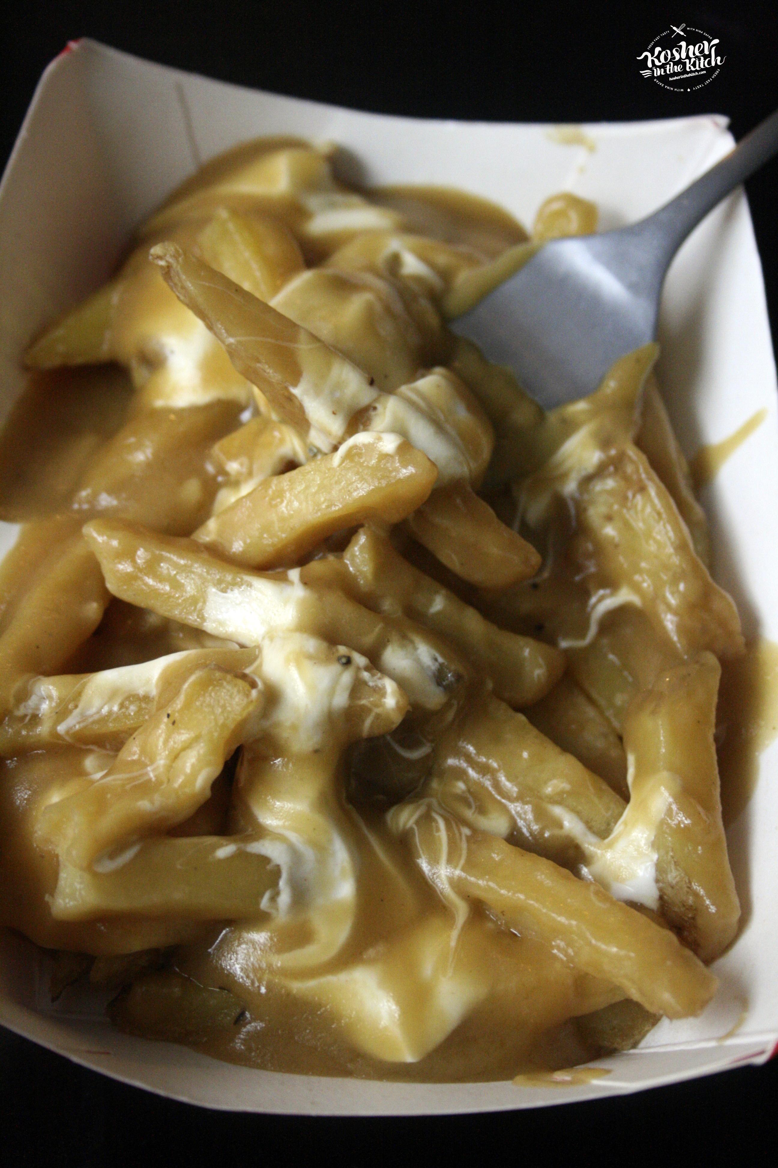 Poutine Fries with Vegan Gravy
